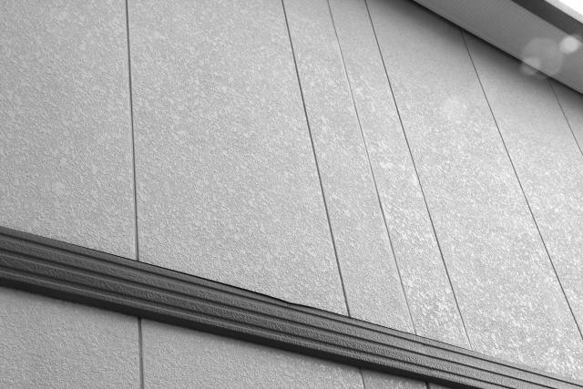 外壁塗装は築年数で考えるべき?築年数と外壁塗膜の劣化との関係性