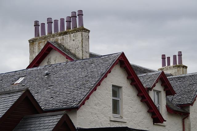 知らないとトラブルに!スレート瓦の屋根塗装には「縁切り」が大事な理由とは?