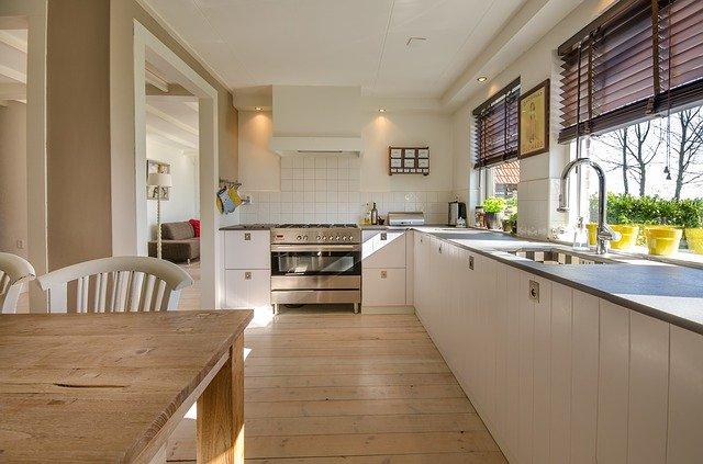 キッチンの壁や床のお掃除ポイント