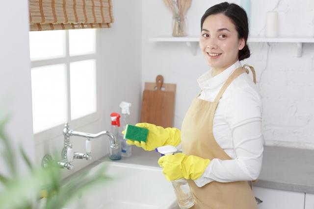 キッチンの頑固な油汚れの落とし方とは?ベタベタ油汚れを手間なく簡単に綺麗にする方法