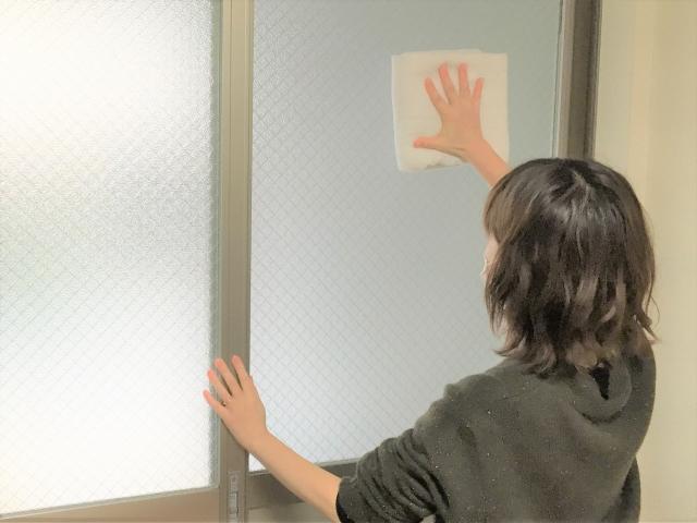 窓は雨降りの日に時短掃除