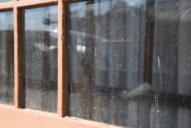 窓ガラスについた汚れの正体とは